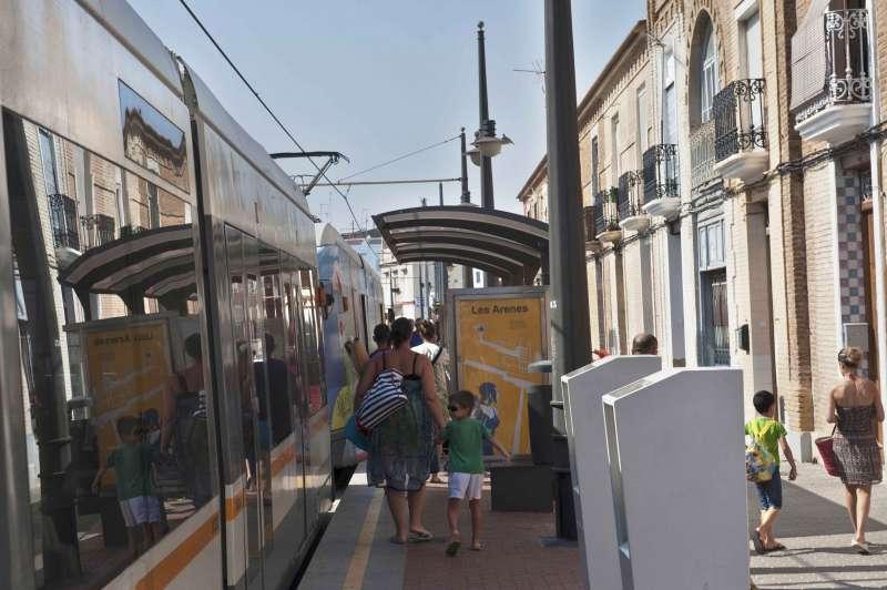 Usuarios del tranvía en València. EPDA