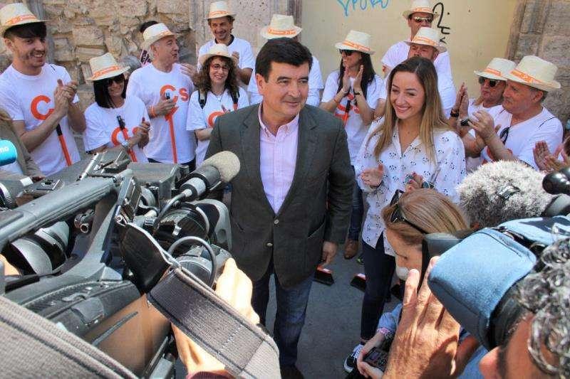 Imagen del candidato de Ciudadanos a la alcaldía de València, Fernanado Giner, en el acto de campaña de este miércoles. EFE/Cs
