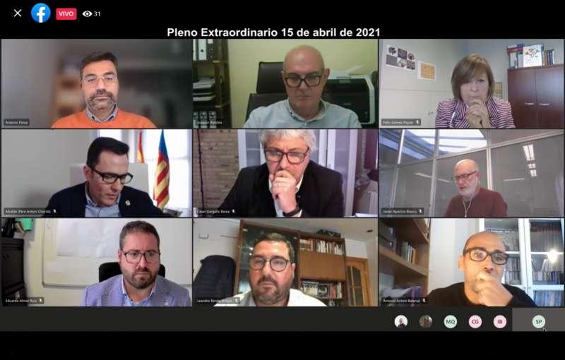 Miembros de la corporación canetera durante el pleno de esta tarde. / EPDA