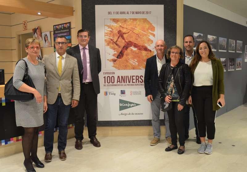 En la imagen, el alcalde de Tírig, Juanjo Carreres, junto a Pau Pérez Rico, Director Regional de Comunicación y Relaciones Institucionales, y otros miembros de la corporación municipal.