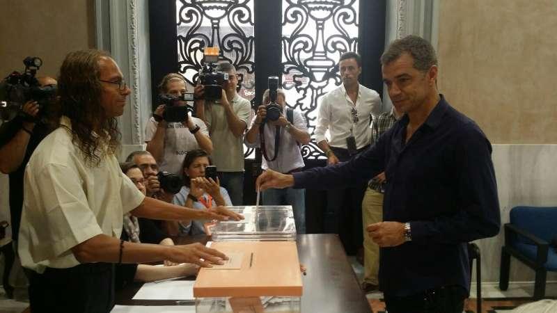 Toni Cantó votando en Valencia