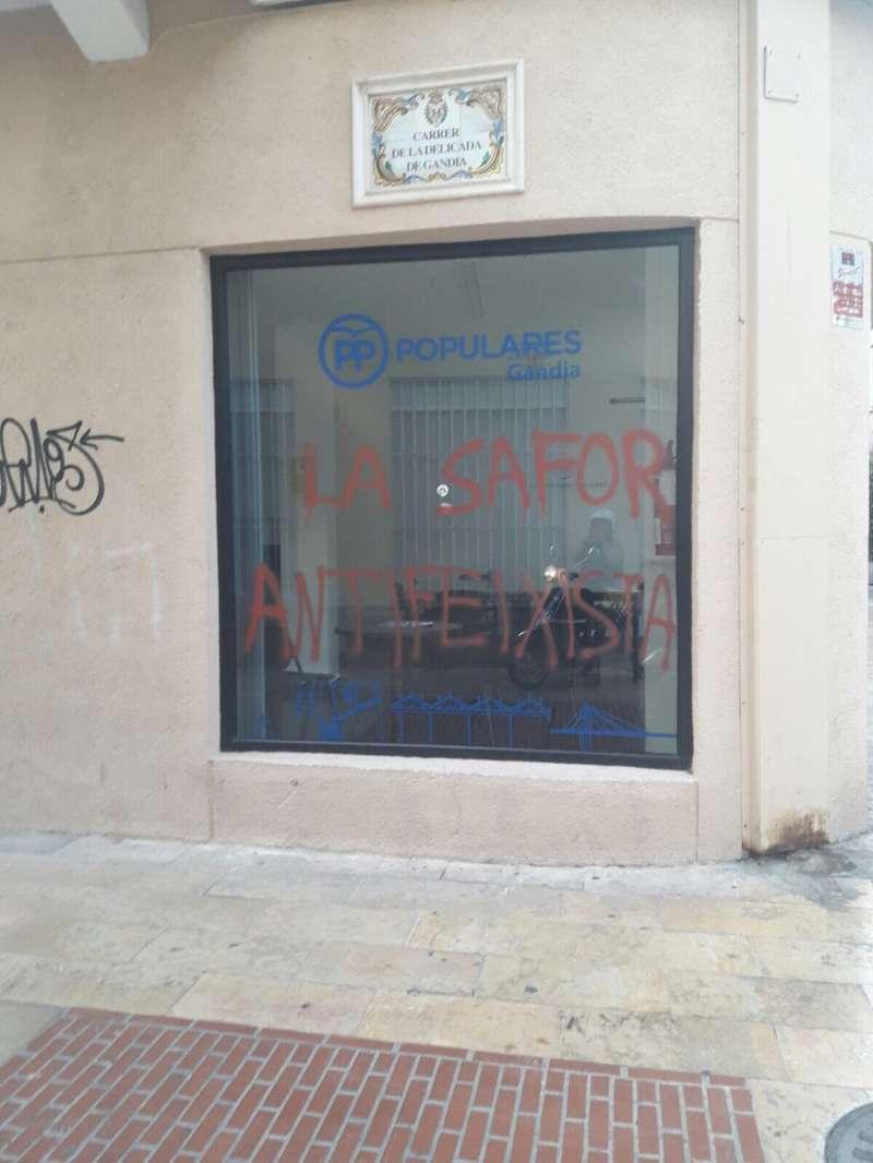 Pintadas en la sede del PP de Gandía