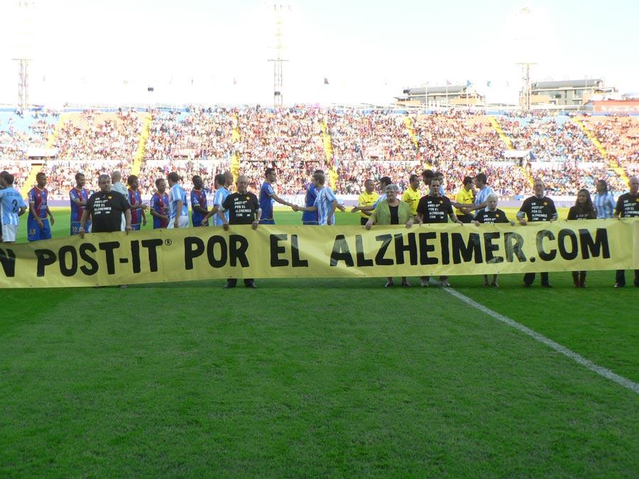 Jugadores del Levante y el Málaga, antes del partido. FOTO EPDA