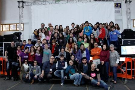 Los voluntarios con parte del personal municipal que ha participado en la Fireta. EPDA