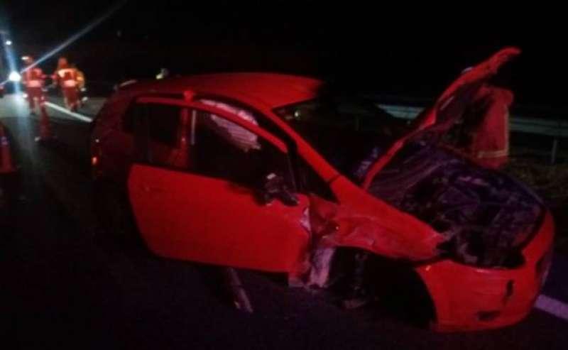 Uno de los vehículos dañados en el accidente. Imagen extraída del Consorcio Provincial de Bomberos de València.