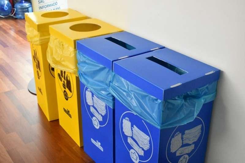 Contenedores de reciclaje del Consistorio. EPDA