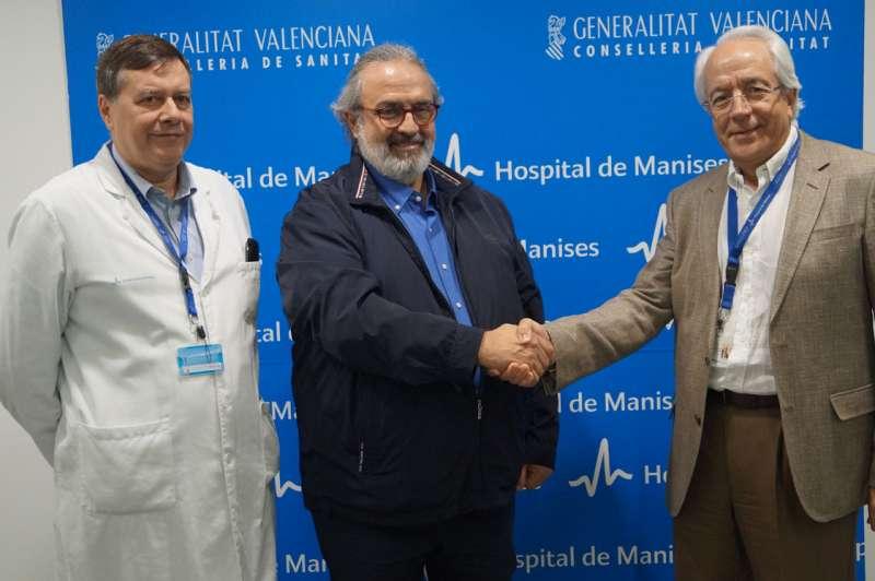 Representantes del Hospital y de la FSMCV. FOTO EPDA