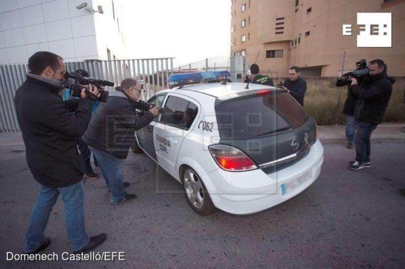 Uno de los dos detenidos como presuntos autores de la violación de una menor de 17 años la pasada Nochevieja en Burriana (Castellón), es puesto a disposicion judicial. EFE