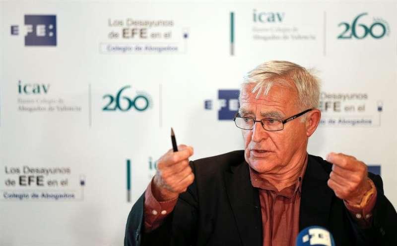El alcalde de València, Joan Ribó, durante su intervención en Los Desayunos de la Agencia EFE en el Colegio de Abogados de Valencia. / EFE