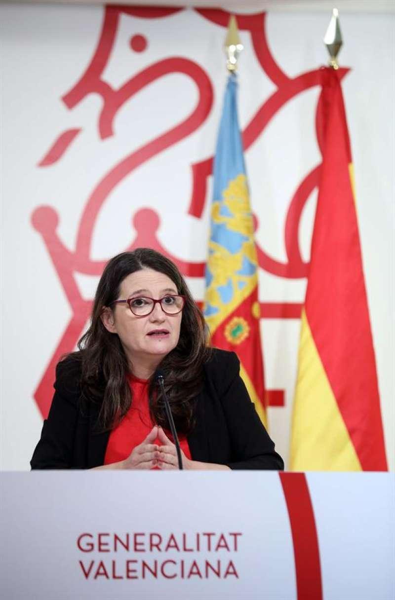 La vicepresidenta y portavoz del Gobierno valenciano, Mónica Oltra, durante la rueda de prensa posterior al pleno del Consell de este viernes. EFE/Ana Escobar
