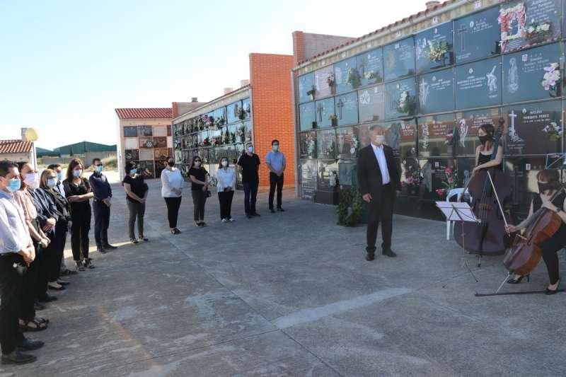 Llíria celebra un emotivo homenaje a todas las víctimas mortales. / EPDA