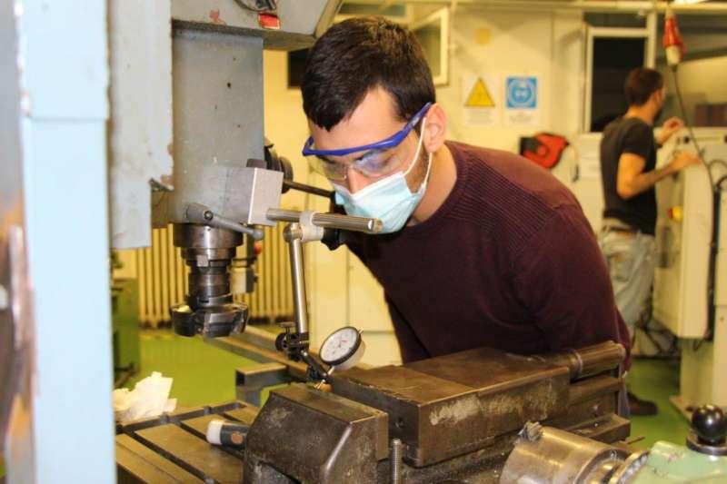 Estudiante de Florida Universitària en el proyecto Tulipa Àuria.