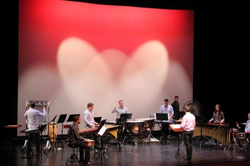 Los integrantes de la Agrupación Musical Cultural de Teulada en concierto
