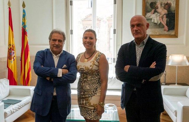 El presidente Rus con el diputado Enguix y la alcaldesa de Real de Gandia. FOTO: DIVAL