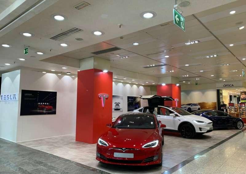 f200bb74558d Tesla abre una tienda en València, ubicada en El Corte Inglés de la ...