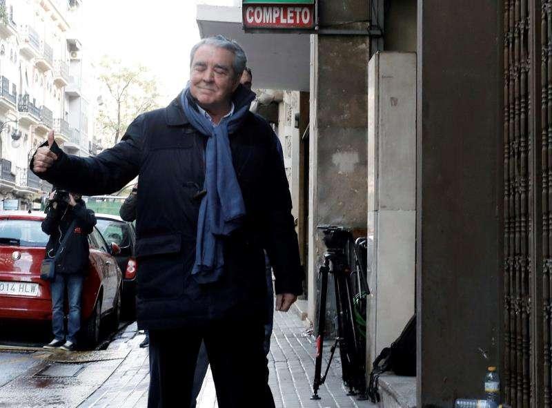 El abogado valenciano José María Corbín, cuñado de la fallecida exalcaldesa de València Rita Barberá, a la llegada a su despacho para un registro. EFE