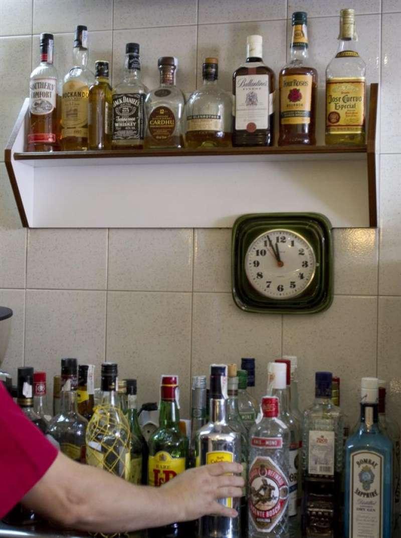 Botellas de alcohol en un establecimiento de hostelería. EFE/Archivo