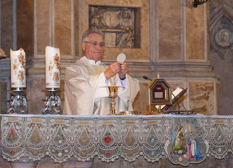 El párroco Vicente Ferrer.//EPDA