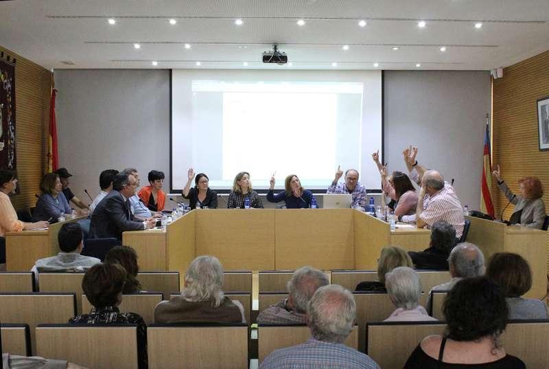 Moment de la votació en el ple de Godella. EPDA