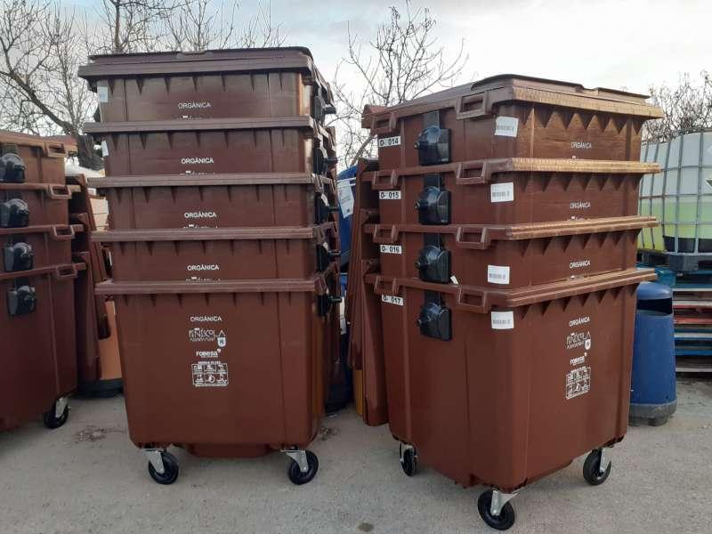 Contenedores de residuos orgánicos, de color marrón / EPDA