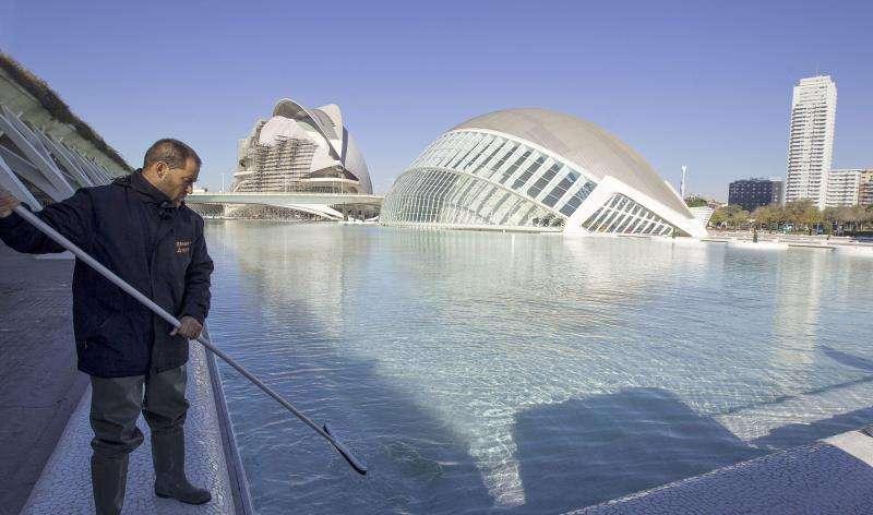 Imagen del Hemisféric y el Palau de les Arts de la Ciudad de las Artes y las Ciencias de Valencia. EFE/Archivo