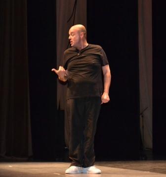 El actor aldaiero, Paco Vila, durante su monólogo. FOTO: EPDA.