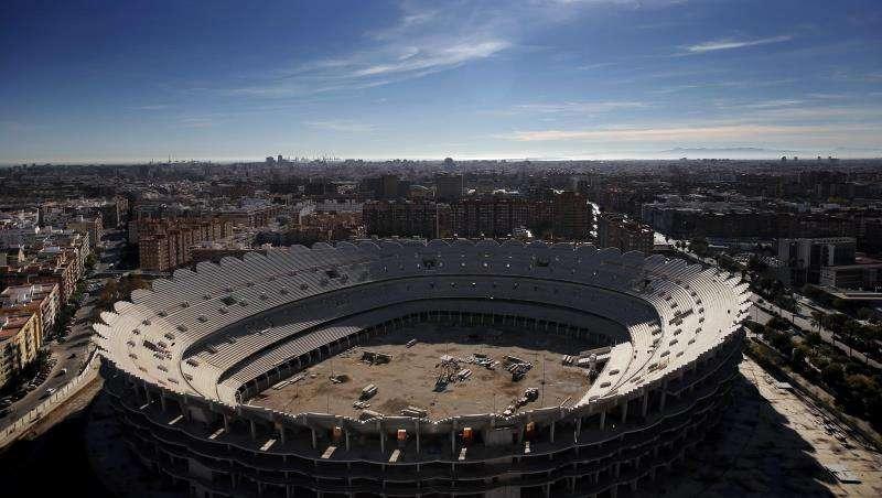 Vista general del nuevo estadio del Valencia cuya construcción está paralizada. EFE/Archivo