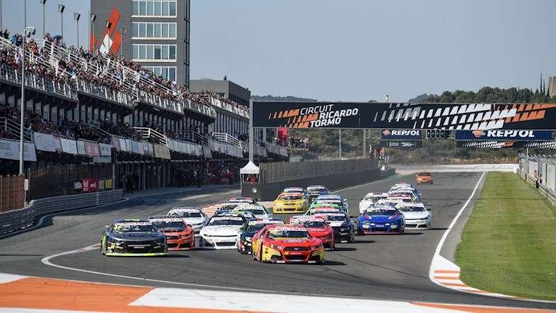 Una carrera del del Valencia NASCAR Fest ern el Circuit Ricardo Tormo.