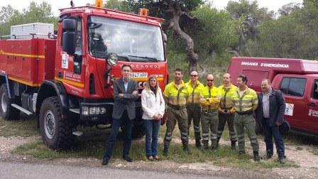 Directora General y Concejal junto a miembros de la brigada de La Vallesa. FOTO: EPDA.
