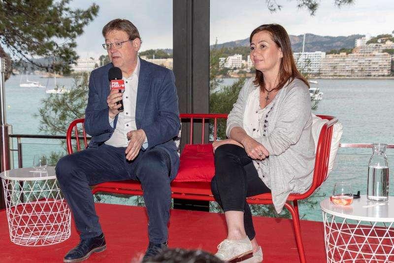 La candidata al Govern de las Islas Baleares, Francina Armengol (d), y el presidente en funciones de la Generalitat, Ximo Puig. EFE