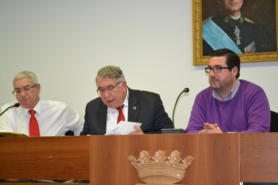 Salvador Vidal, José Antonio Sancho y Leandro Benito, en un pleno. FOTO P. V.