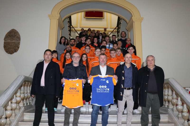 El alcalde de Sagunto, Quico Fernández, y el concejal de Deportes, Miguel Chover, en la recepción institucional.