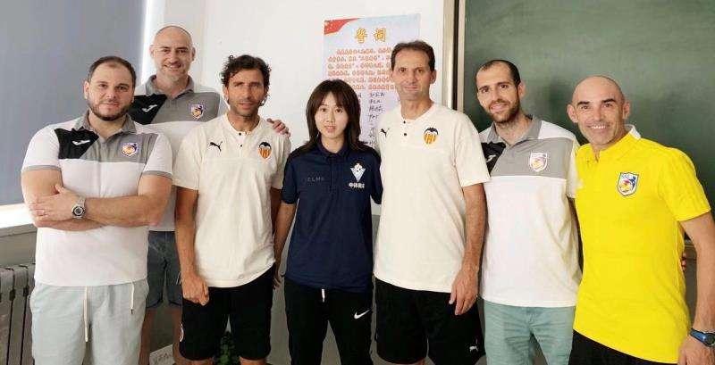 Momento de la expedición, en una imagen facilitada por la Asociación de Futbolistas del Valencia CF.