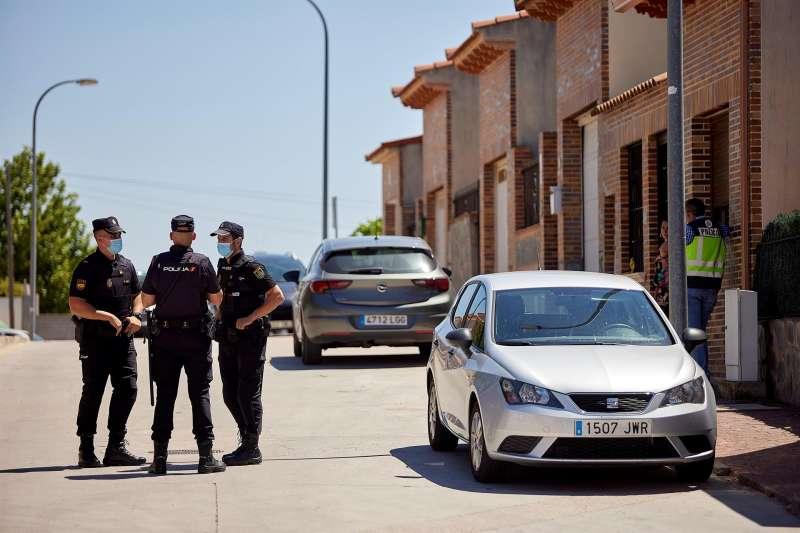 Varios agentes de la Policía Nacional durante una operación. EFE/Archivo