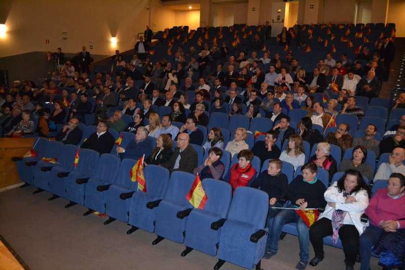 Asistentes al acto de Vox en Sagunt. EPDA