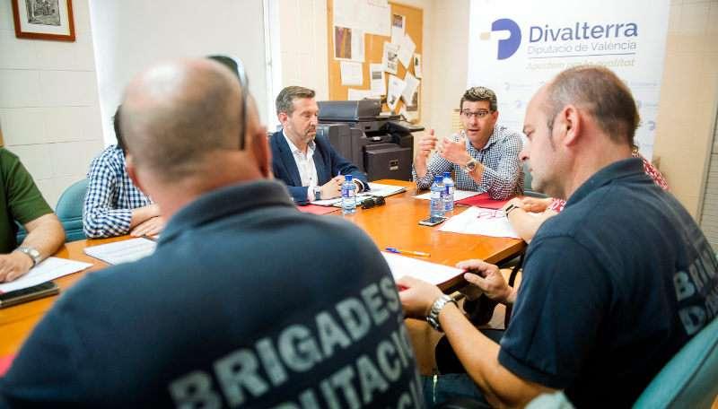 Rodríquez en una reunión con los brigadistas
