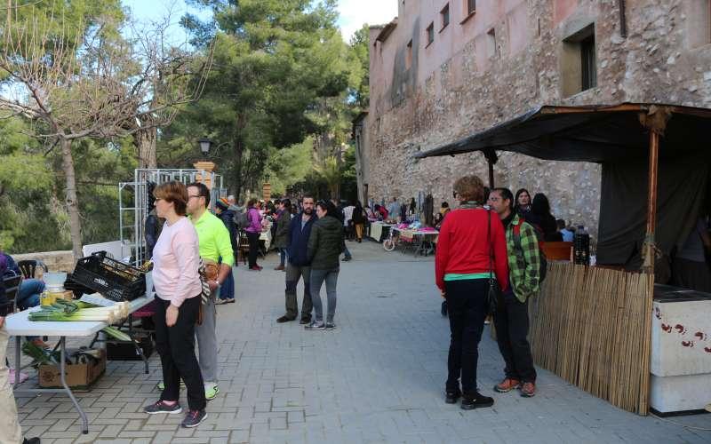 El mercado al comienzo del paseo de Sopeña