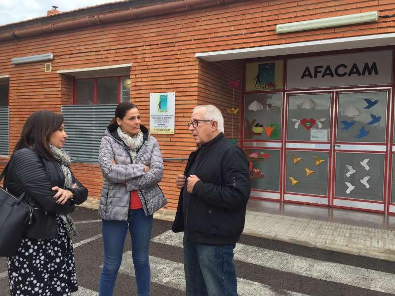 Reunión que han mantenido la presidenta de ASECAM, Cristina Plumed, con representantes de Afacam. -EPDA