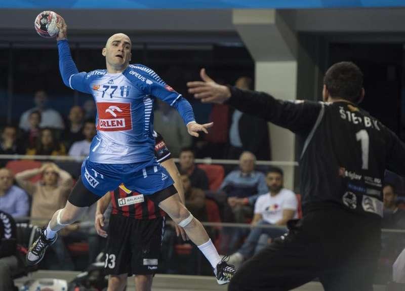 Ivan Nikcevic, nuevo jugador del Benidorm, en un lanzamiento durante un partido. EFE/Archivo