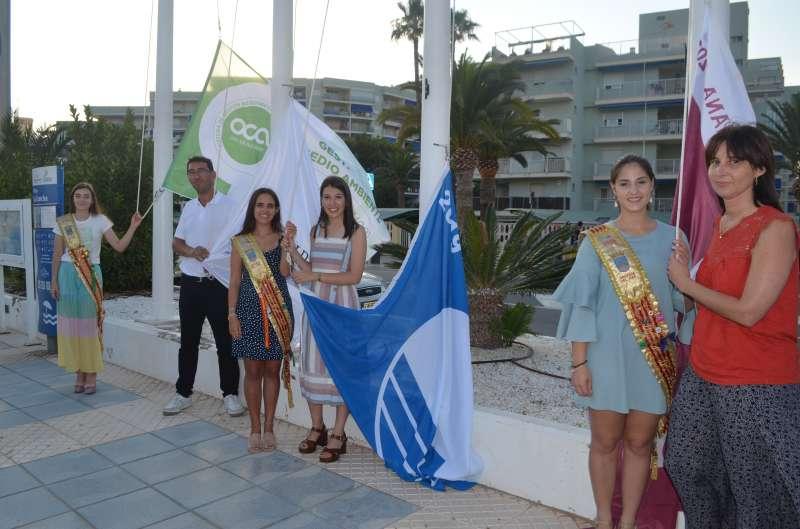 Izada de la bandera azul en Oropesa del Mar. EPDA