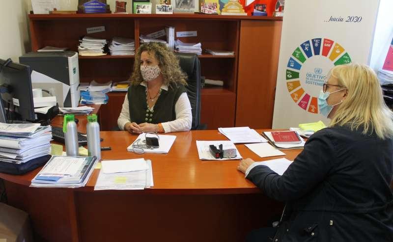 Cristina Fernández con la técnico de Turismo/EPDA