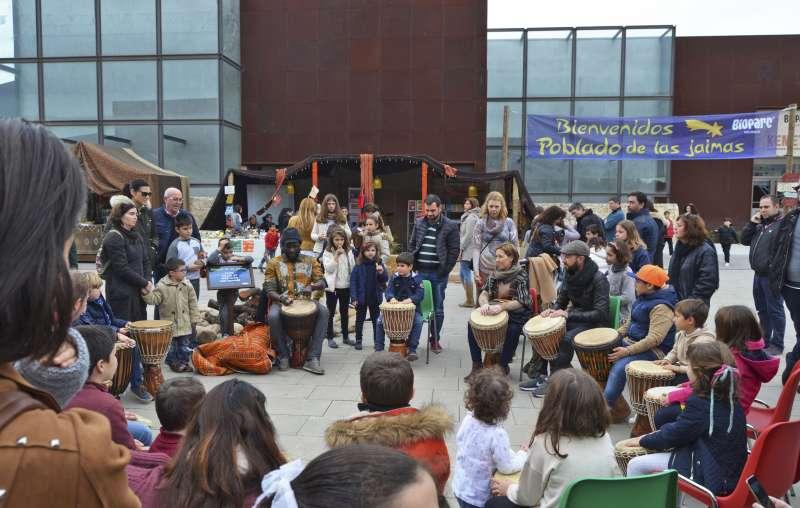 Taller de percusión en el primer día de Poblado de las Jaimas de Bioparc.