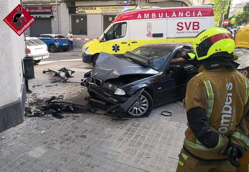 Los bomberos en el lugar del atropello/EPDA