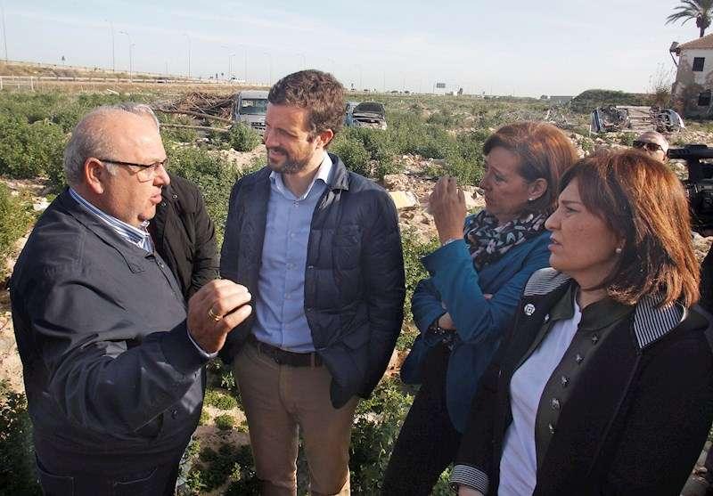 El presidente del PP, Pablo Casado, ha visitado hoy varios municipios de la Vega Baja. EFE