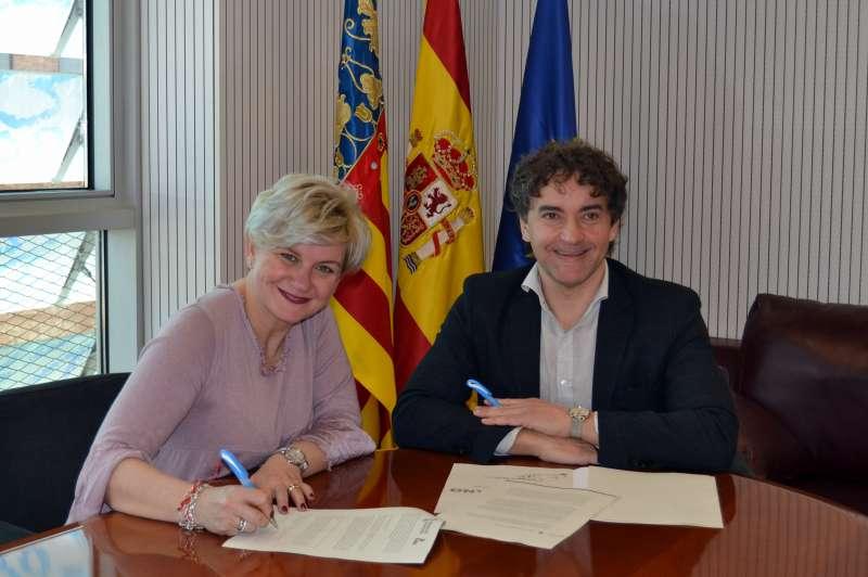 Moncho y Colomer durante la firma del acuerdo.