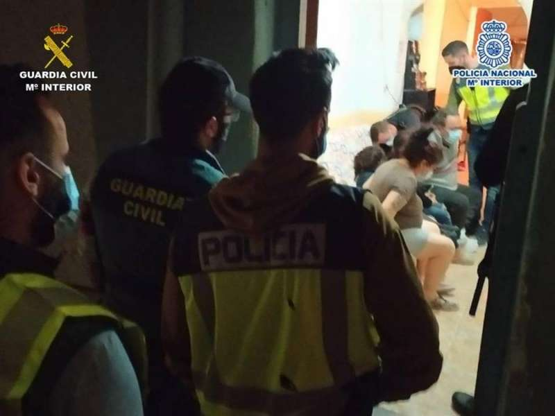 Imagen cedida por la Guardia Civil y la Policía Nacional tras una operación conjunta para desarticular una violenta banda que asaltaba casas.