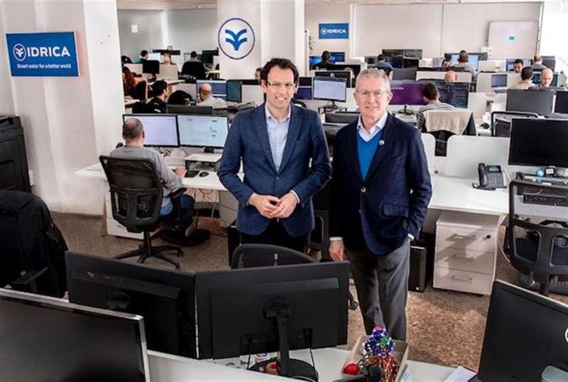 Eugenio Calabuig (d) presidente de Global Omnium, junto al CEO de la nueva compañía, Jaime Barba, en una imagen cedida por Idrica.EFE