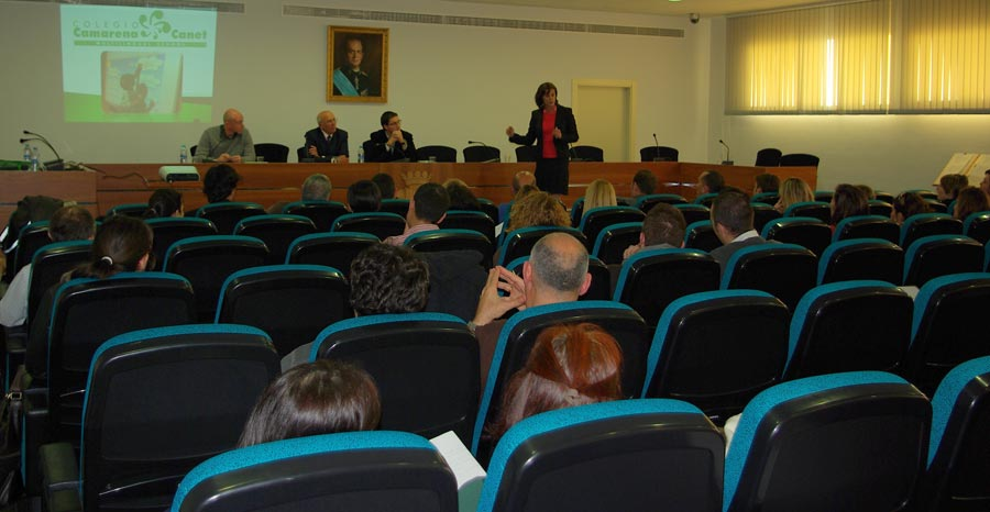 Numerosos vecinos acudieron a la charla en el salón de plenos. FOTO EPDA