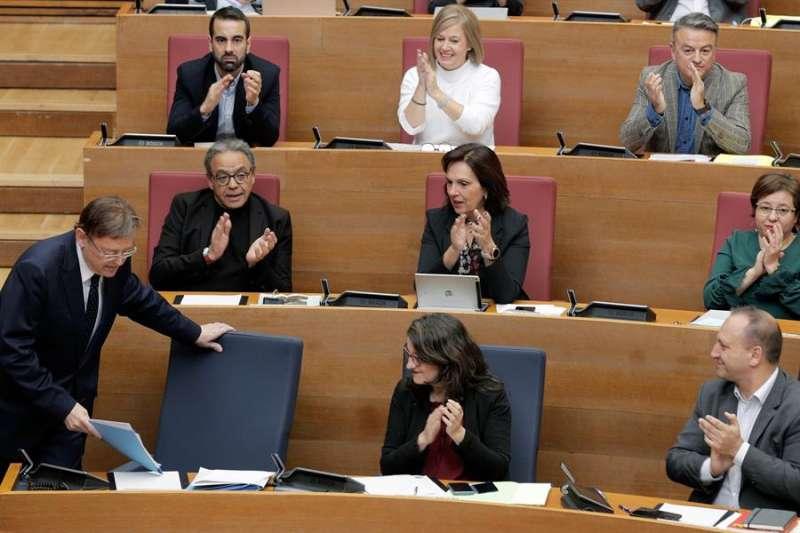 El president de la Generalitat, Ximo Puig (i), en la sesión de control al Gobierno valenciano en Les Corts. EFE/Kai Försterling