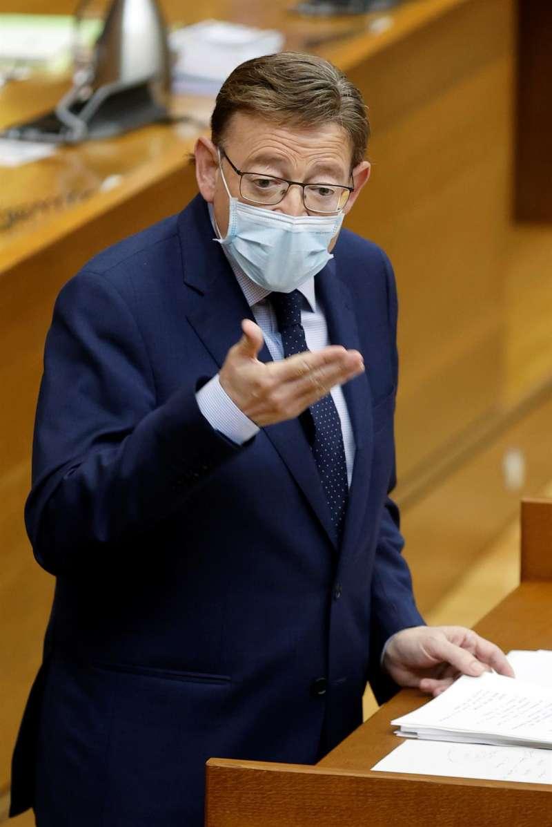El presidente de la Generalitat, Ximo Puig, interviene en la sesión de control, hoy miércoles, en la Cortes Valencianas